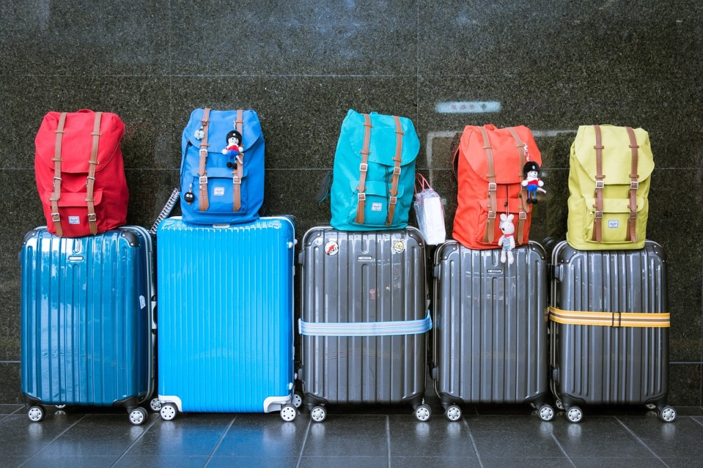 6 Tips to Travel Like a Pro and Stay Stress Free for the Holidays